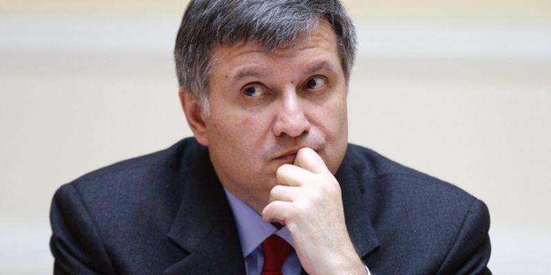 Арсен Аваков із рішенням заступника глави Нацполіції не згоден, але підписав заяву про відставку, поважаючи бажання офіцера.