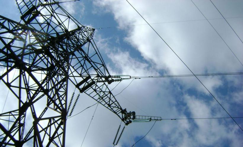 «Укренерго» завершило роботи з ремонту лінії електропередачі «Каховка-Титан», але для включення лінії в мережу необхідна домовленість з протестувальниками.