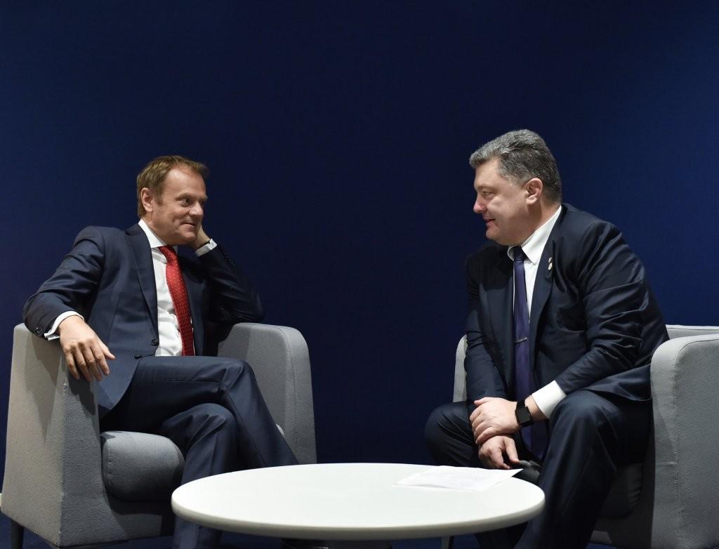 Президент України Петро Порошенко та голова Європейскої Ради Дональд Туск, обговоривши агресивні дії Росії на українському Донбасі та в Сирії, дійшли згоди щодо того, що своїм втручанням росіяни лише погіршують ситуацію на Близькому Сході.
