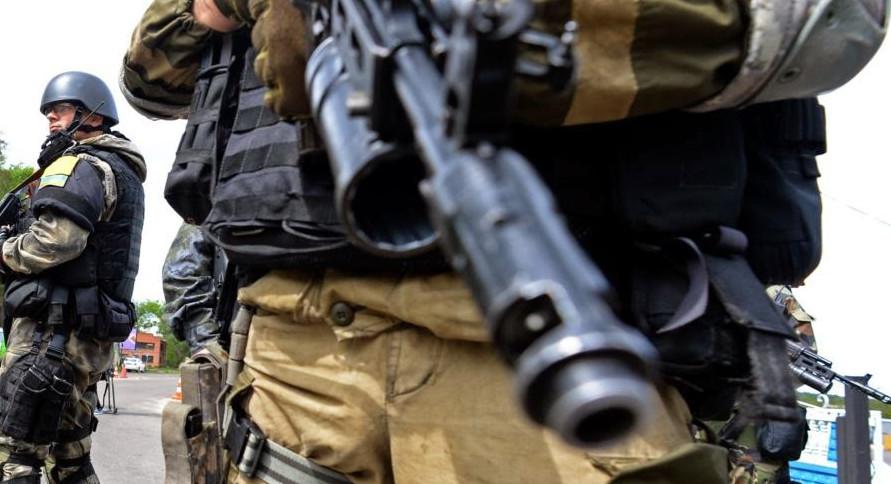 З 18:00 вчорашнього дня і до ранку терористи продовжували вести неприцільні обстріли українських позицій на Донецькому і Артемівському напрямках.