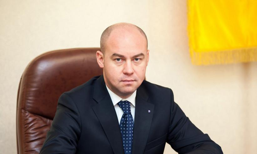 Мер Тернополя Сергій Надал перед виборами обіцяв замінити вікна і двері в міській поліклініці №3.