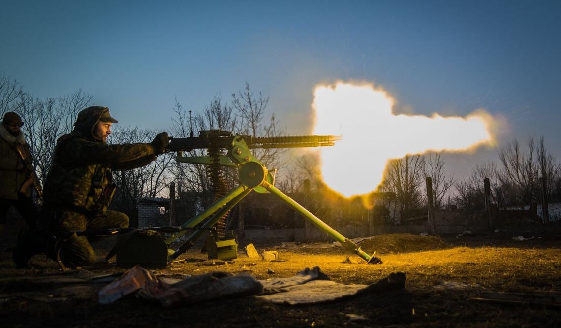 З учорашнього вечора до півночі терористи здійснили 6 обстрілів наших позицій на донецькому та артемівському напрямках.