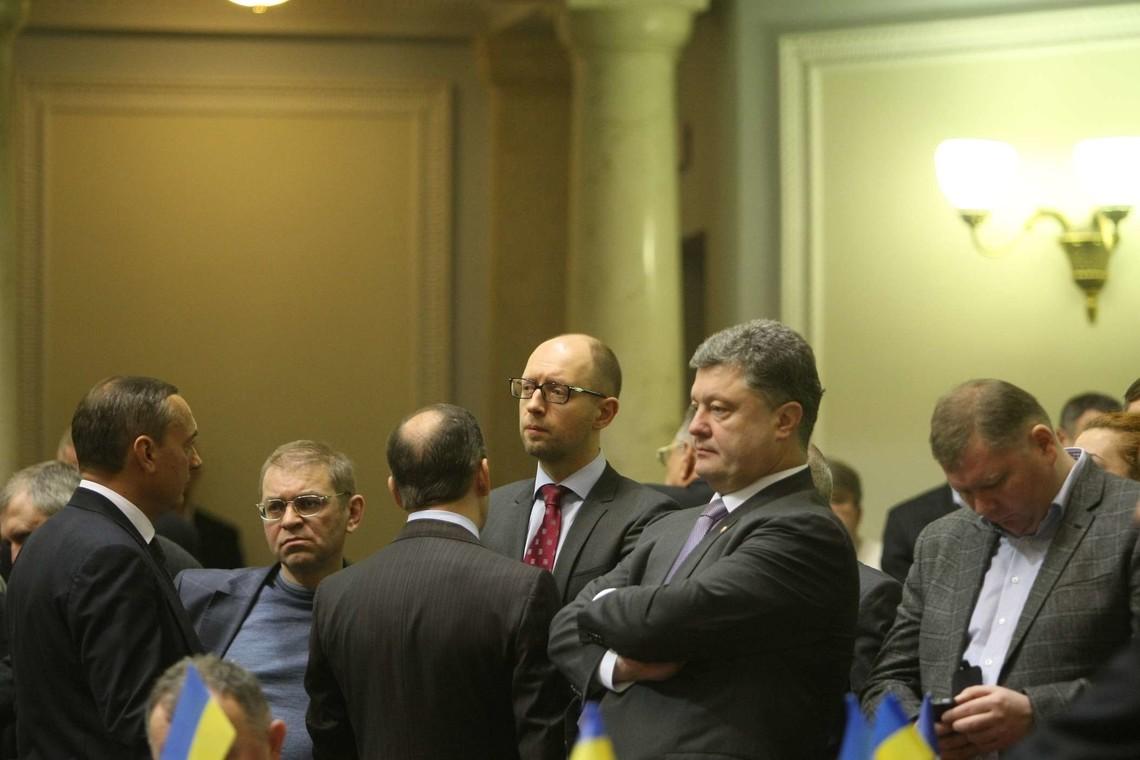 Депутати фракції з «Народного фронту» сьогодні проведуть зустріч з Президентом України Петром Порошенком.