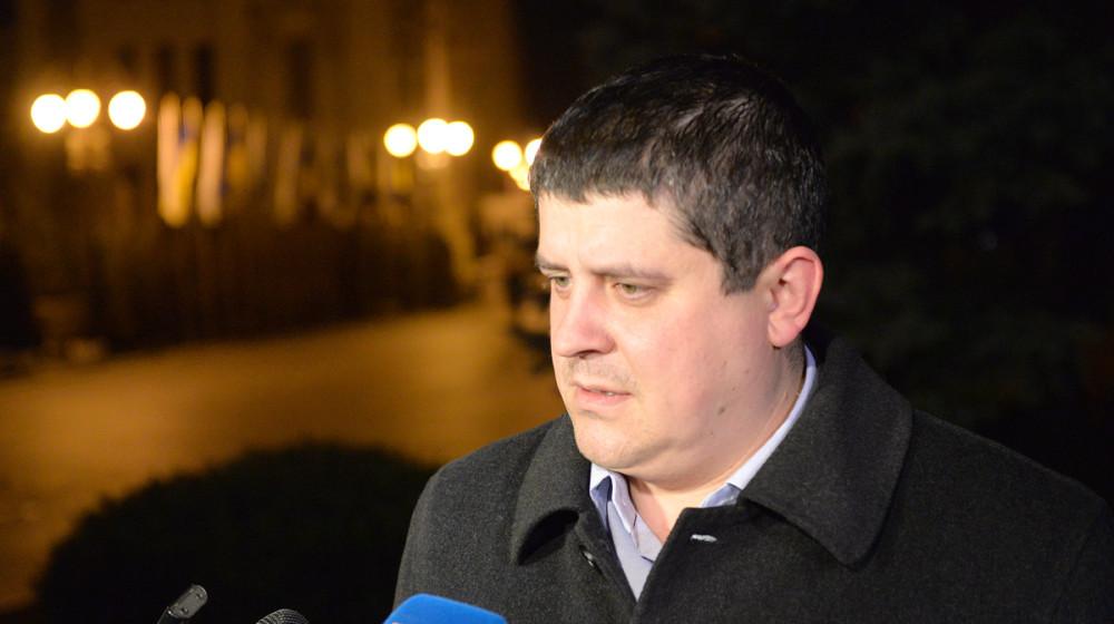 Голова фракції «НФ» Максим Бурбак заявив, що на зустрічі з Президентом України вони обговорювали нагальні проблеми і питання співпраці фракцій коаліції.