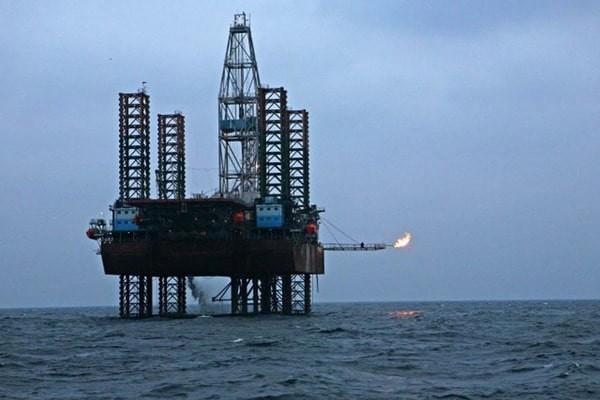 Російська Федерація почала встановлення нафтової бурової платформи «Таврида» в економічній зоні України в Чорному морі