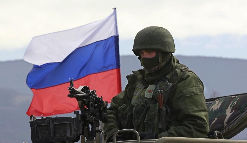 На збірних пунктах так званих військових комісаріатів в Донецьку, Макіївці та Безіменному проводиться набір новобранців.