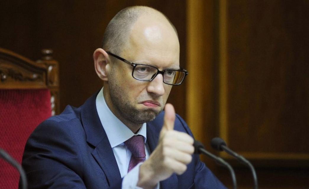 Незважаючи на заяви депутатів, прем'єр-міністр України Арсеній Яценюк поки що зможе зберегти свою посаду.