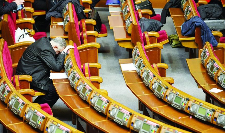 Петро Порошенко звернувся до Володимира Гройсмана з проханням розглянути питання про дострокове припинення повноважень депутатів Верховної Ради за прогули.