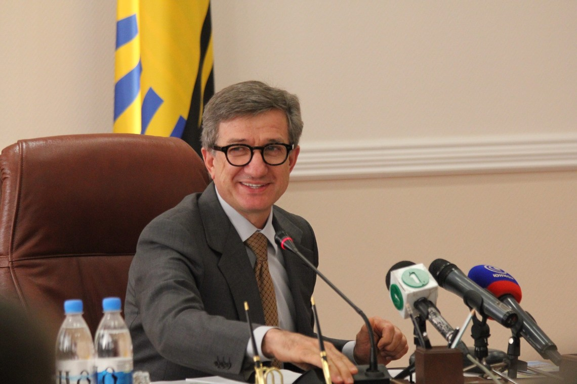 Народний депутат України Сергій Тарута заявив, що проект Бюджету 2016 року вдасться ухвалити до Нового року, але на базі чинного Податкового кодексу.