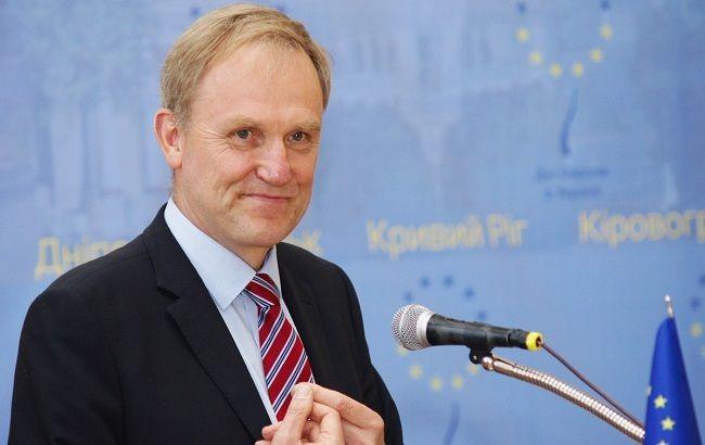 Керівник програм співпраці Представництва Європейського Союзу в Україні Беренд де Гроот констатує, що місцева влада в країні часто не здатна до самостійних рішень у питанні розподілу бюджетних коштів та реалізації проектів розвитку.