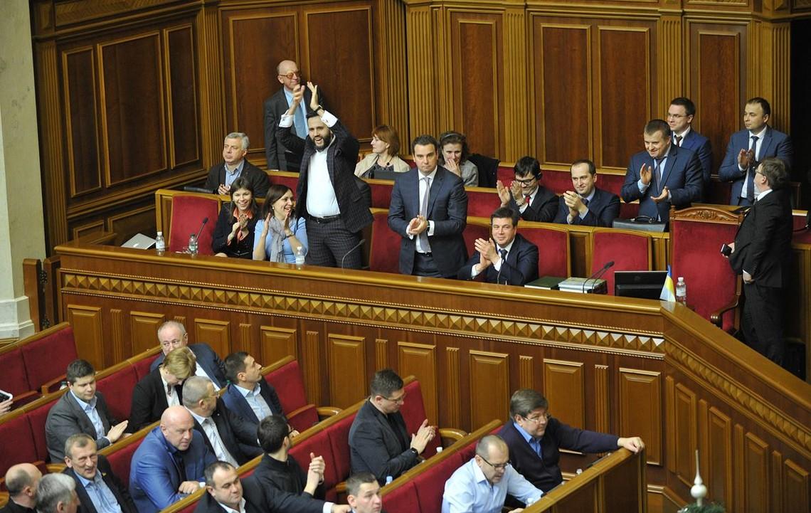 Верховна Рада України підтримала проект закону «Про публічні закупівлі», який переведе всі державні закупівлі в електронний формат.