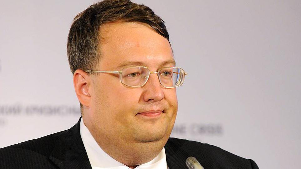 Вихід народного депутата Миколи Томенка з фракції «БПП» може призвести до складення ним депутатських повноважень.