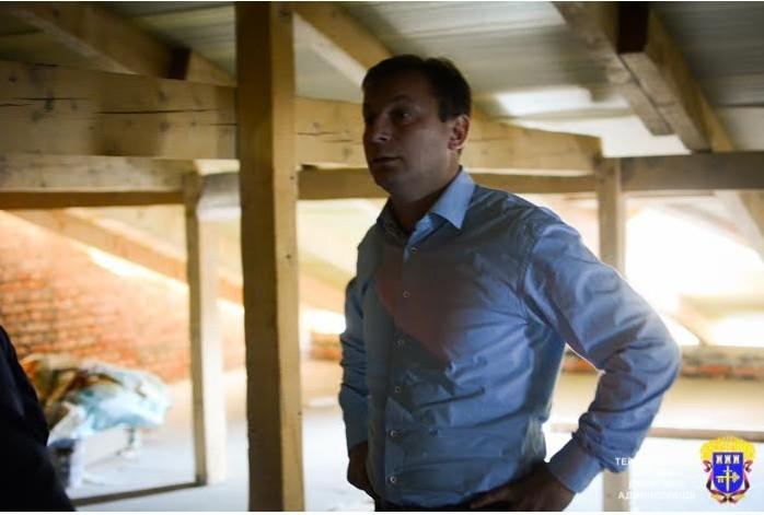 Голова Тернопільської обласної державної адміністрації Степан Барна не дотримав слова щодо завершення у 2015 році будівництва спортзалу та їдальні у школі села Оришківці Гусятинського району.