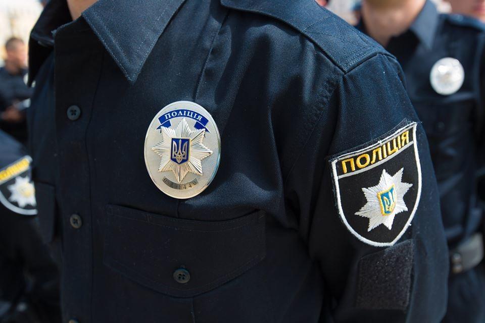 Попри скандал навколо патрульного з київської поліції Олексія Савкіна, який під час Революції Гідності закликав розігнати протестувальників, його залишили на службі.