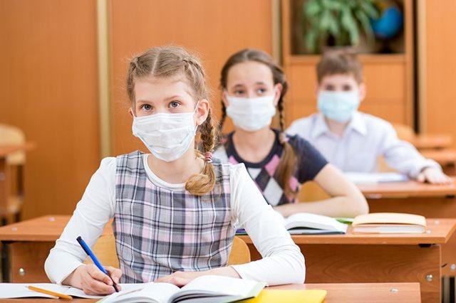 В Одеській, Харківській, Житомирській та Рівненській областях освітні установи закрили на карантин через грип і запровадили «масковий режим».