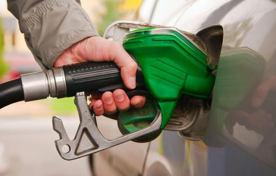 Ціни на бензин і дизельне паливо на українських автозаправках з 16 січня почали знижуватися.