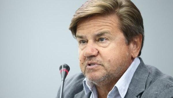 Фракції коаліції досі не можуть визначитися, чи потрібно голосувати за зміни до Конституції України, каже Вадим Карасьов.