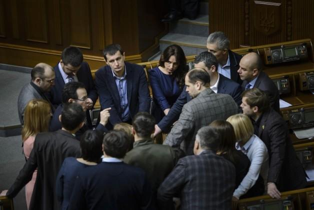 «Самопоміч» відмовляється голосувати за конституційні зміни та шантажує виходом зі складу коаліції.