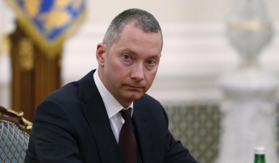В Адміністрації Президента України все йде не зовсім так, як багатьом хотілося б, і точно не так, як було рік тому.