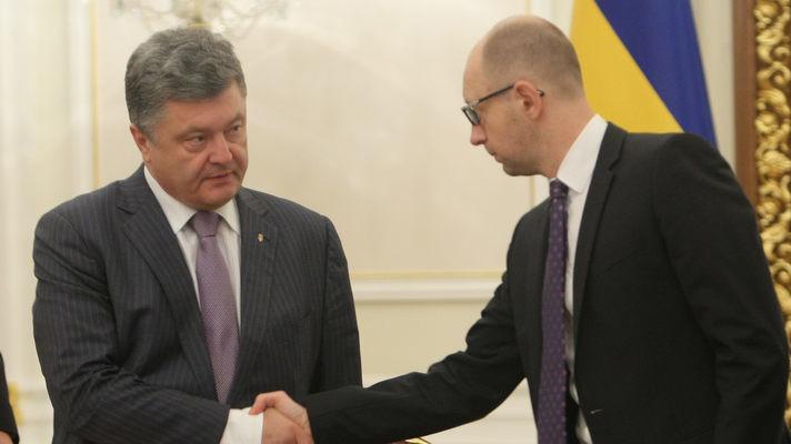 Для активної політизації, а також для забезпечення громадського резонансу, команда Арсенія Яценюка прийняла рішення йти на конфлікт із Банковою.