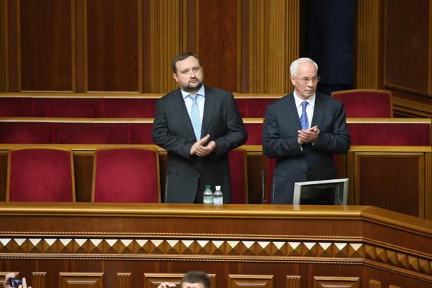 Суд ЄС розморозив активи колишніх українських чиновників Миколи Азарова, Андрія Клюєва, Сергія Арбузова та Едуарда Ставицького.