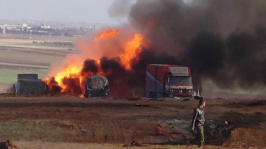 В результаті авіаудару по гуманітарному конвою було знищено більшість вантажівок, 10 людей отримали поранення і 2 загинули.