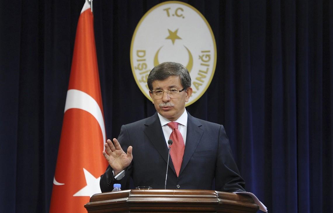 Турецький уряд застерігає Російську Федерацію від авіабомбардувань мирного населення Сирії.