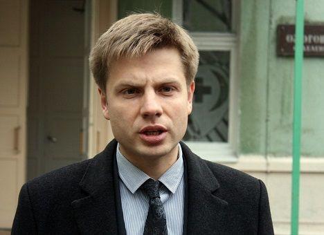 Нардеп Олексій Гончаренко, якому пророкують крісло міністра охорони здоров'я, вважає себе достатньо компетентним для цієї посади й навіть окреслив план першочергових дій на чолі МОЗ.