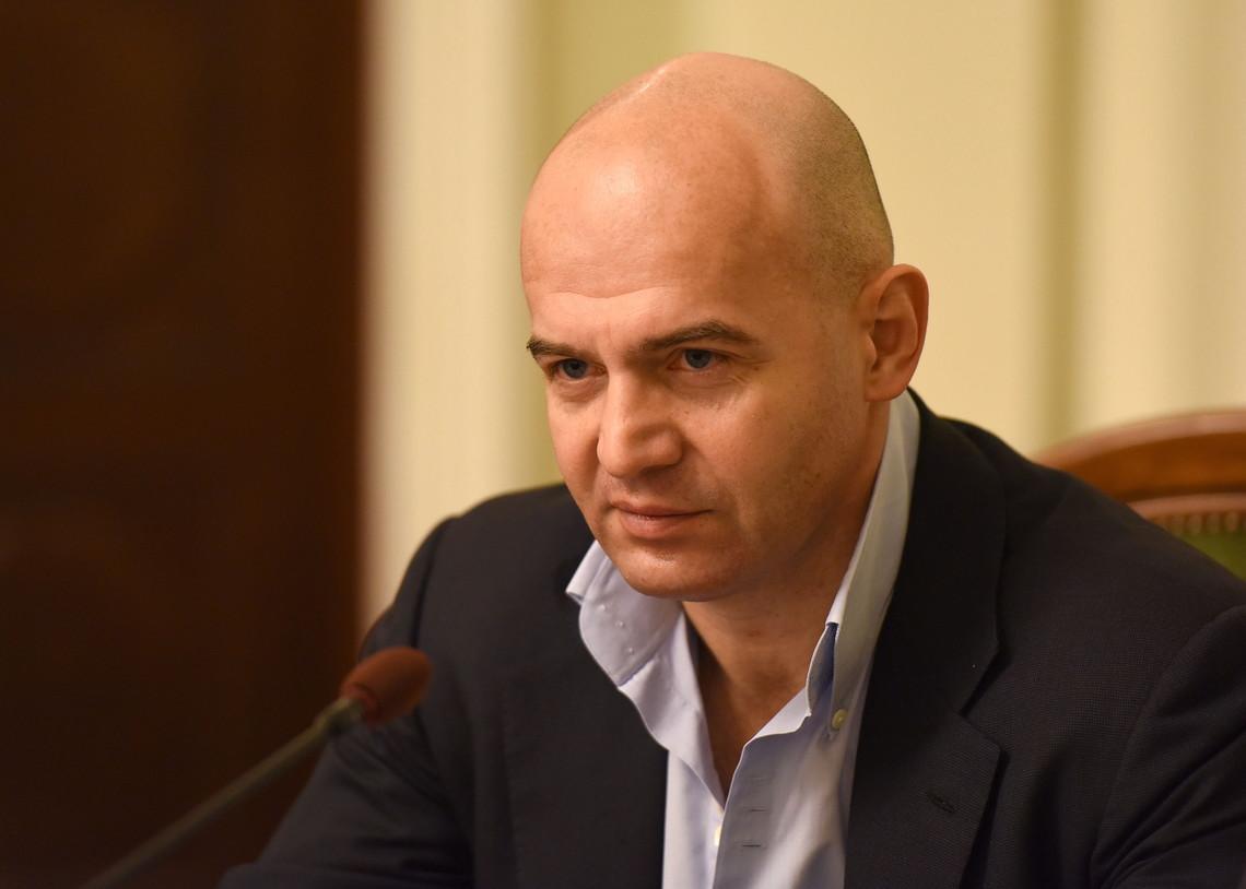 У відповідь на звинувачення Абромавичуса Кононенко заявив про готовність скласти мандат народного депутата.