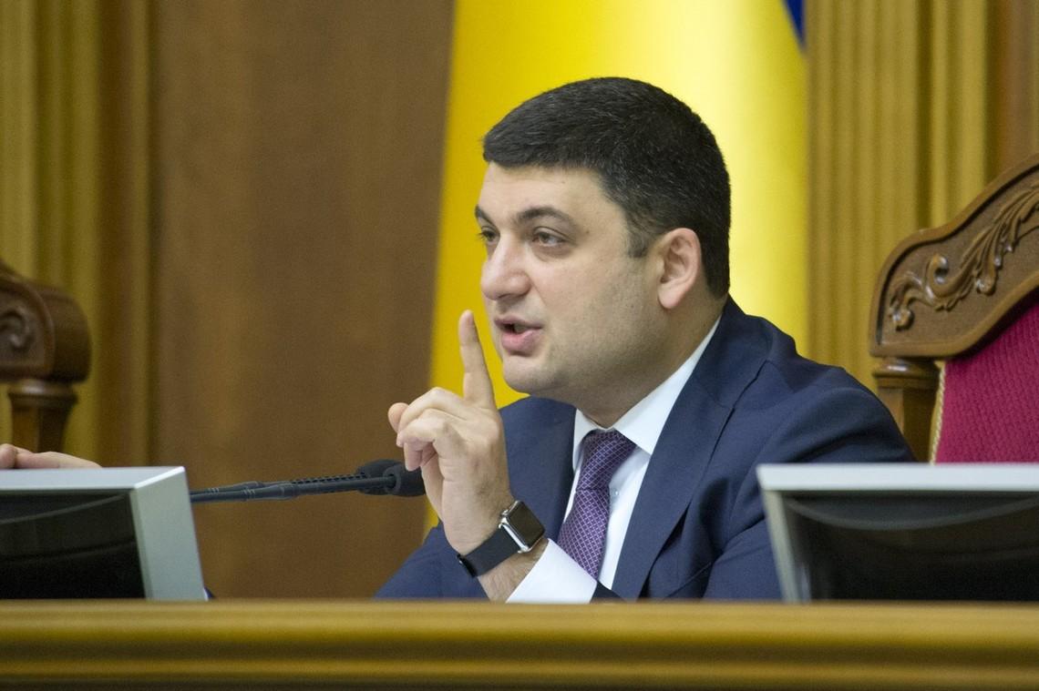 Голова парламенту Володимир Гройсман вважає, що Україна поглиблюється в серйозну політичну кризу.