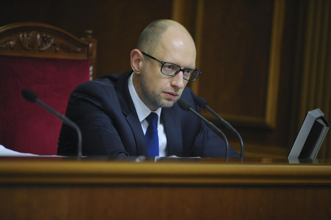 Прем'єр-міністр Арсеній Яценюк попередив, що часткового переформатування уряду не буде, і якщо таке рішення буде прийнято, звільняться всі міністри.