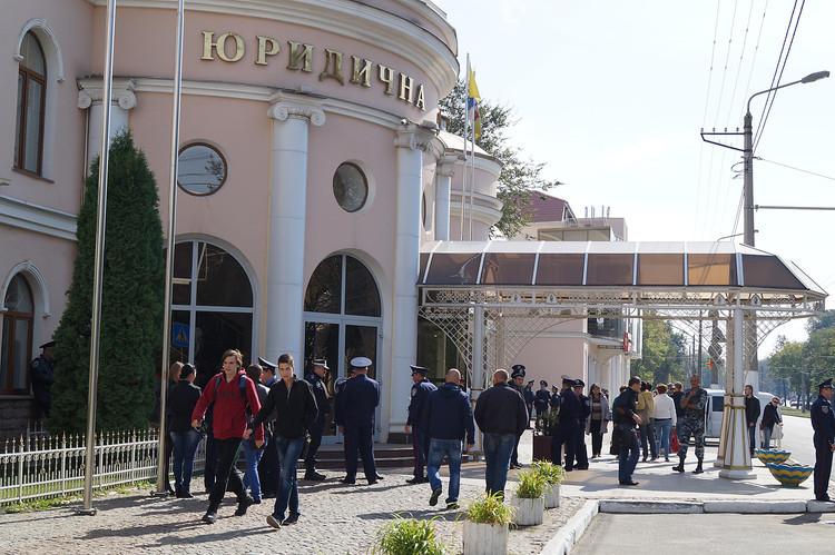 Фіскальна служба займеться перевіркою Одеської академії, яка належить народному депутату Сергію Ківалову.