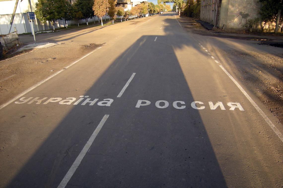 Росія відсьогодні повністю зупинила транзит українських вантажних автомобілів через територію РФ.