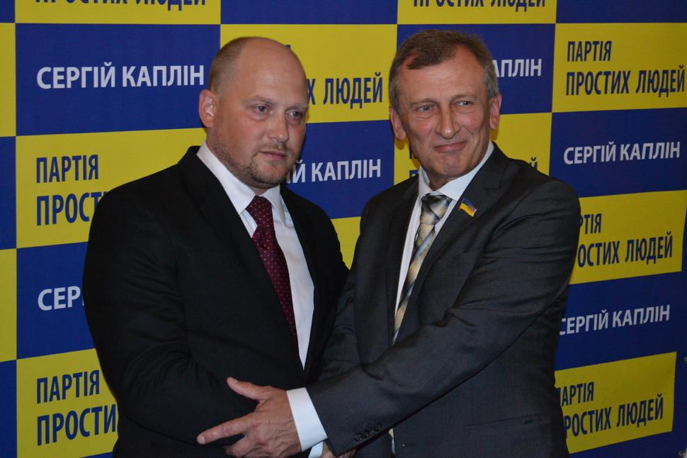 Каплін заявив, що напише заяву про вихід із коаліції. Раніше з фракції Блоку Петра Порошенка вийшов депутат Єгор Фірсов.