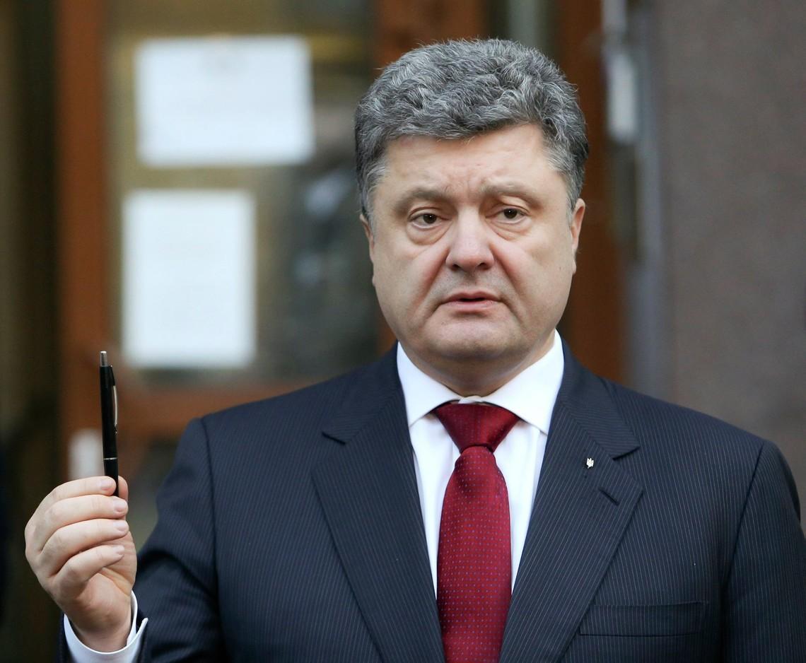 Президент України Петро Порошенко підписав закон, який переводить державні закупівлі в електронний формат.