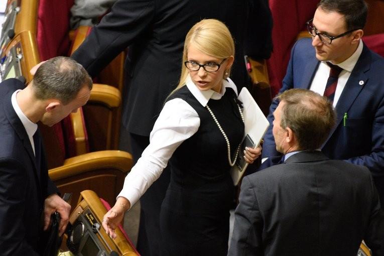 Якщо Верховна Рада не відправить у відставку прем'єр-міністра Яценюка, в країні повинні відбутися дострокові парламентські вибори, вважає Тимошенко.