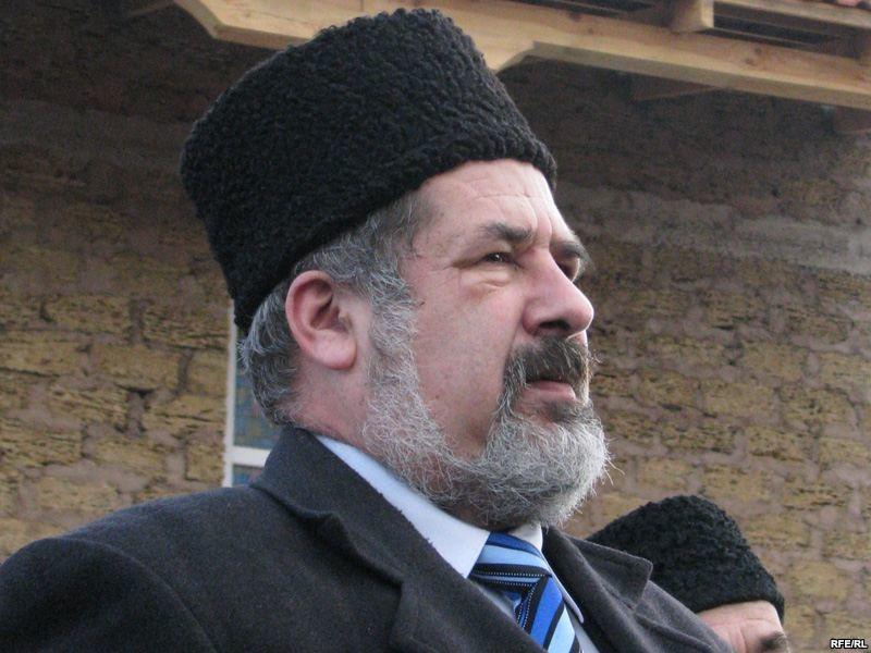 Голова Меджлісу кримськотатарського народу Рефат Чубаров заявив, що татари намагатимуться вирішити питання повернення півострова до складу України виключно мирним шляхом.