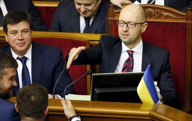 Політичний оглядач Олександр Радчук вважає, що недовіра громадян України до інститутів влади буде знижуватися.