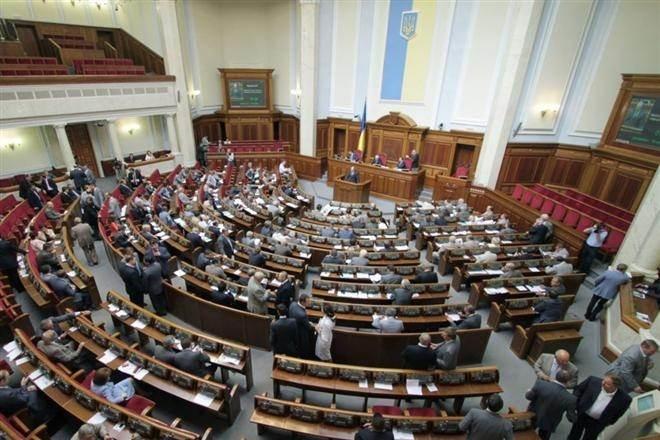 Невдоволення реформаторів обумовлене провалом вотуму недовіри українському прем'єру Арсенію Яценюку та дивною поведінкою при голосуванні багатьох депутатів.