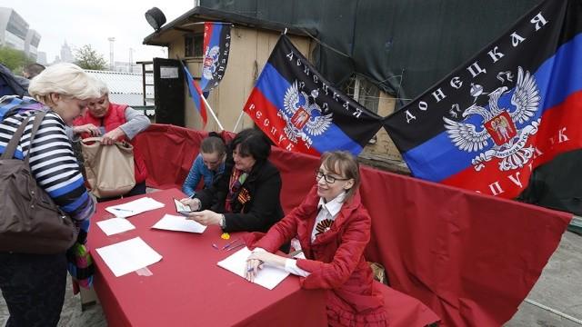 Лідери ДНР та ЛНР активно готуються до місцевих виборів, вербуючи до лав своїх партій працівників бюджетних організацій.