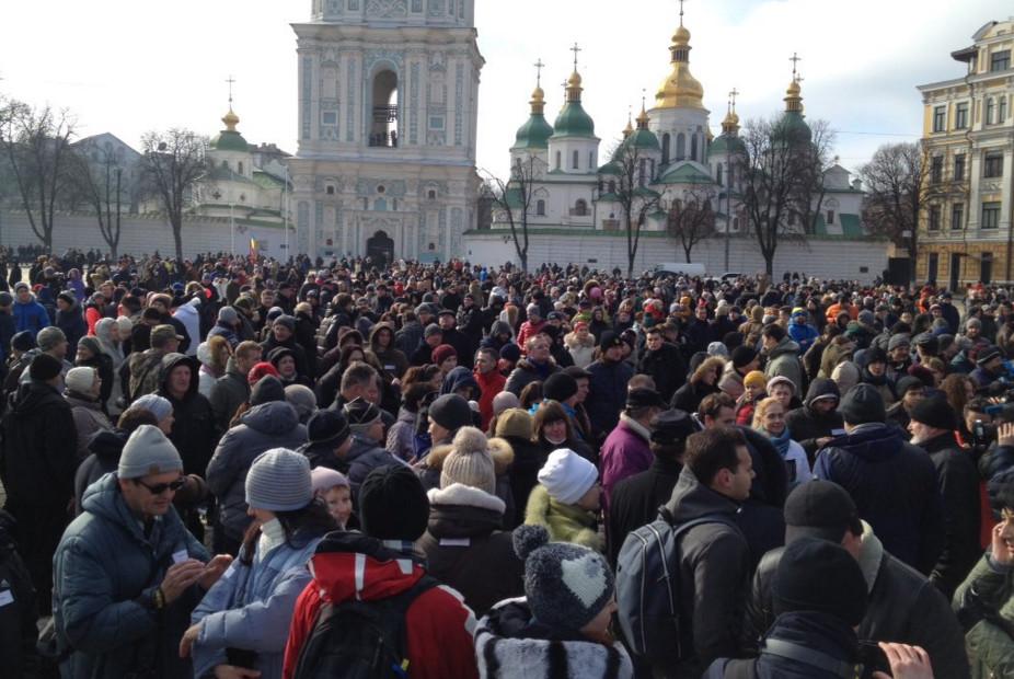 Понад 1000 українців у Києві і Львові вийшли на акцію підтримки Національної патрульної поліції.