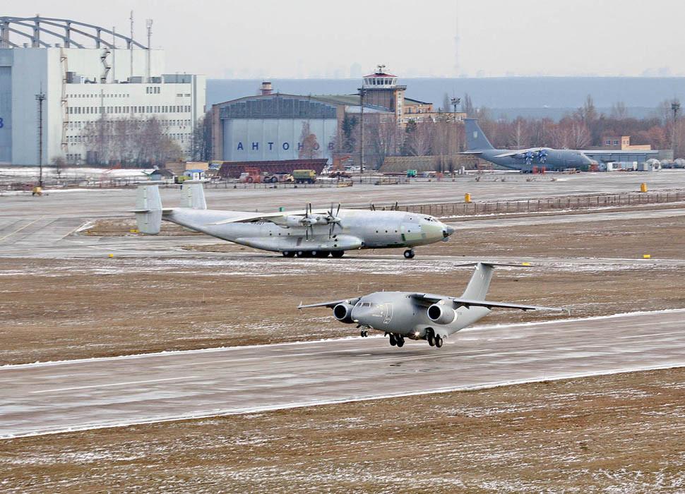 Сторони підписали дорожну карту, в якій чітко прописані тимчасові рамки, фінансові умови щодо створенню першої партії літаків Ан-132, Ан-148 та їх модифікацій.