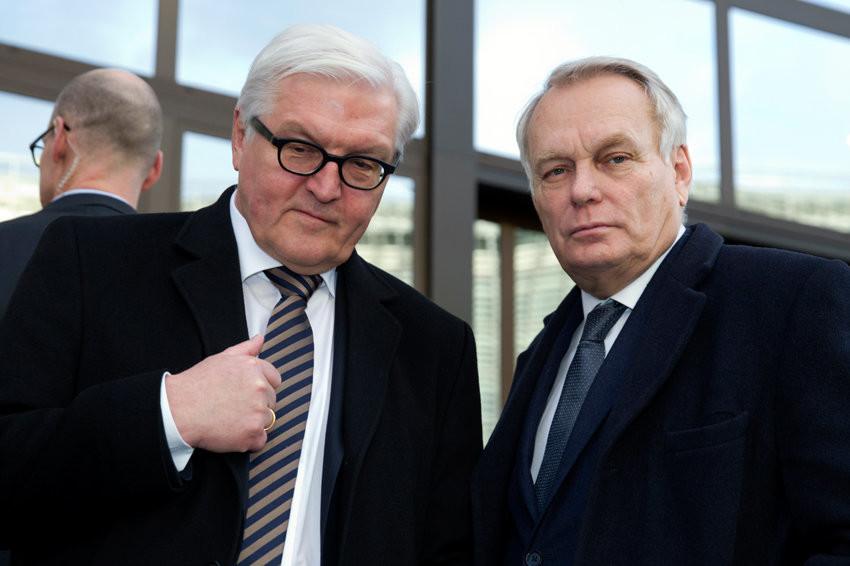 Глави МЗС Франції та ФРН із тривогою стежать за тим, як політичні еліти в Києві потопають у чварах і дезавуюють себе, в той час як країна стоїть на межі політичного та економічного краху.
