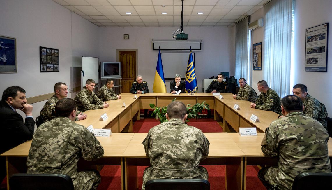 Президент України зазначив, що військовослужбовці, які пройшли через бої на сході країни, зможуть якісно посилити склад ВСУ.