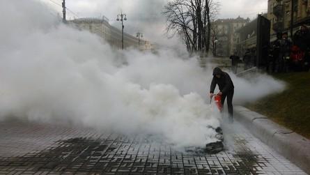 Під Київською міськадміністрацією проходить мітинг столичних таксистів, незадоволених перспективою запуску в Україні мобільного сервісу виклику таксі.