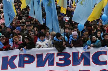 Українські еліти показали нездатність змінюватися та виводити країну на новий рівень розвитку. Терпець лідерів демократичних держав увірвався, що ми можемо спостерігати на прикладі жорсткої реакції Вашингтона, Берліна та Парижа.