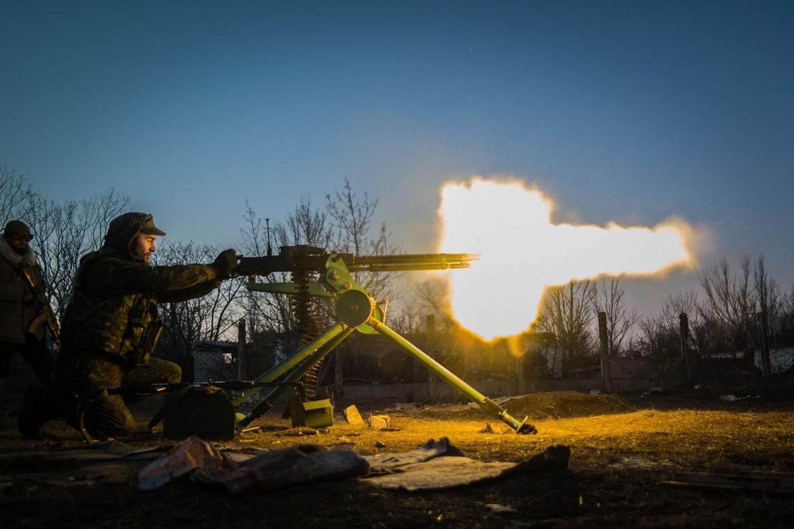 Терористи за минулу добу відкривали вогонь по українських позиціях, застосовуючи заборонені Мінськими домовленостями великокаліберні міномети.