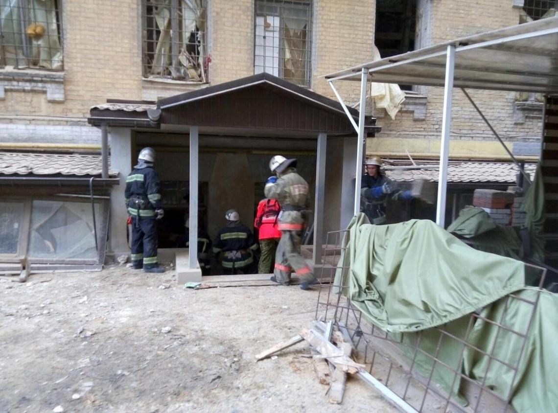 У зв'язку з роботами з розчищення завалів вчора на Хмельницького, 12 будинку рух вулицею обмежено.