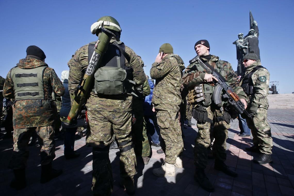 У Мар'їнці досі дивляться і слухають російську пропаганду, повністю відкидаючи українські засоби масової інформації.