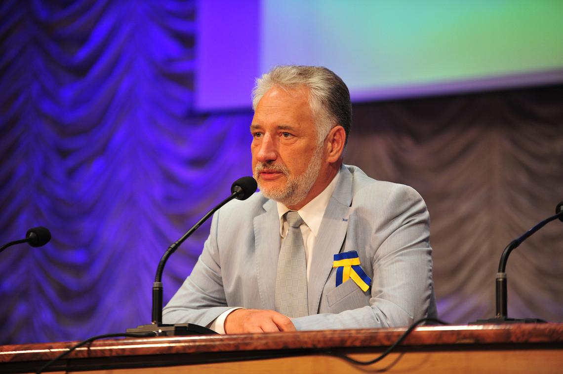 На переконання Жебрівського, його посада керівника Донецької ВЦА є достатньо відповідальною для нього.